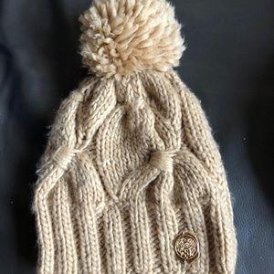 Vince Camuto Beanie Winter Hat Knit Pom Knit Yarn